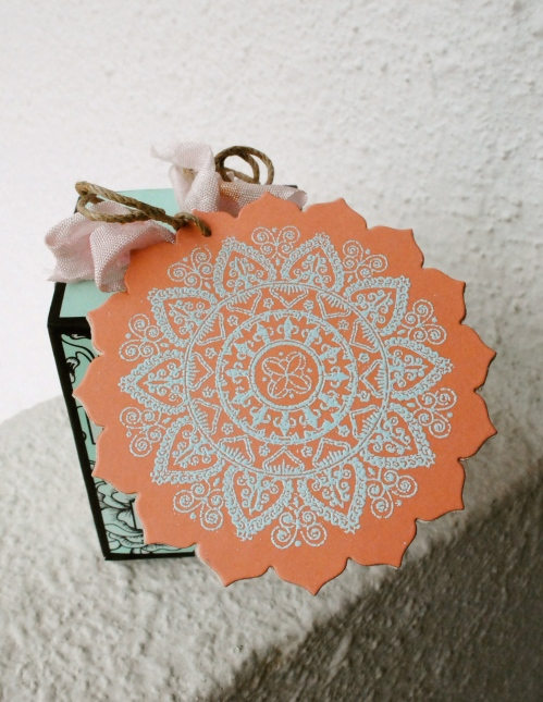 handmade tag, heat embossed, handmade gift tag, mehndi medallions, papertrey ink, make it monday